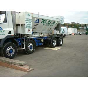 Roadplate and lorry