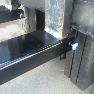 Fork lift extension sleeve lynch pin