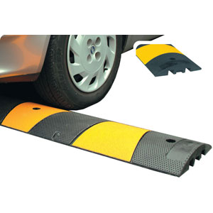 10mph<br /> Instant Speed Ramp c/w cats' eyes 1830mm wide