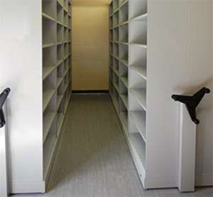 Trackless mobile shelving