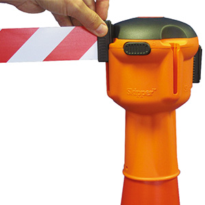 Skipper retractable traffic cone belt barrier
