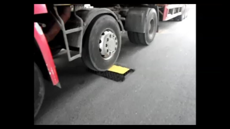 View the Heavy Duty Cable Protector Ramp 10,000kg Capacity with hinged lid video